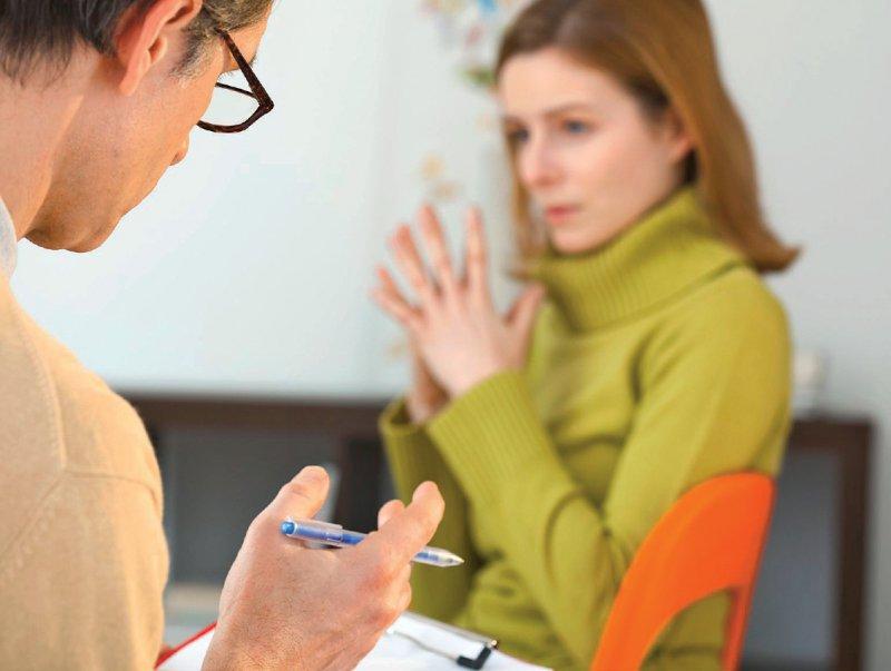 In der neu geschaffenen psychotherapeutischen Sprechstunde geht es zunächst um eine diagnostische Abklärung. Foto: mauritius images