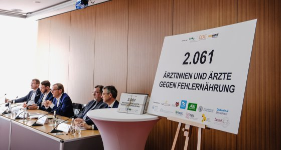 2.061 Ärzte haben eine Petition gegen Fehlernährung unterschrieben, Pressekonferenz am 2.5.2018 in Berlin. /Andi Weiland, foodwatch