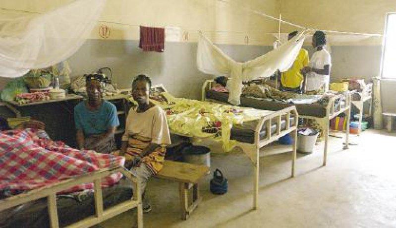 Klinik in N'Zerekore: Die Versorgung der Patienten wird von den Familien übernommen.