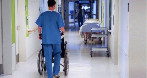 Krankenhäuser werben sich mit Prämien die Pflegefachkräfte ab