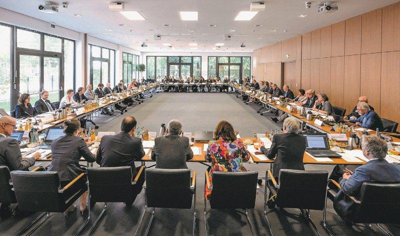 Der Sitzungssaal des Gemeinsamen Bundesausschusses: Das höchste Gremium der Selbstverwaltung zieht Anfang 2019 um. Foto: G-BA