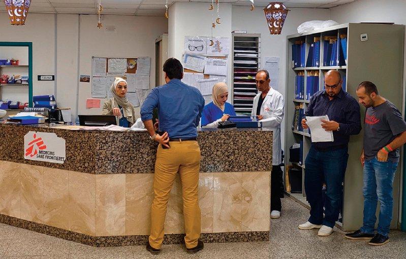 Al-Mowasah Hospital: Rund 200 Mitarbeiter kümmern sich um eine etwa ebenso große Zahl von Patienten aus den Kriegsgebieten des Nahen Ostens. Die meisten Patienten bleiben drei Monate und länger. Fotos: Dr. med. Klaus Fleck