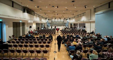 Prozess um Niels H.: Klinik suspendiert beschuldigte Mitarbeiter