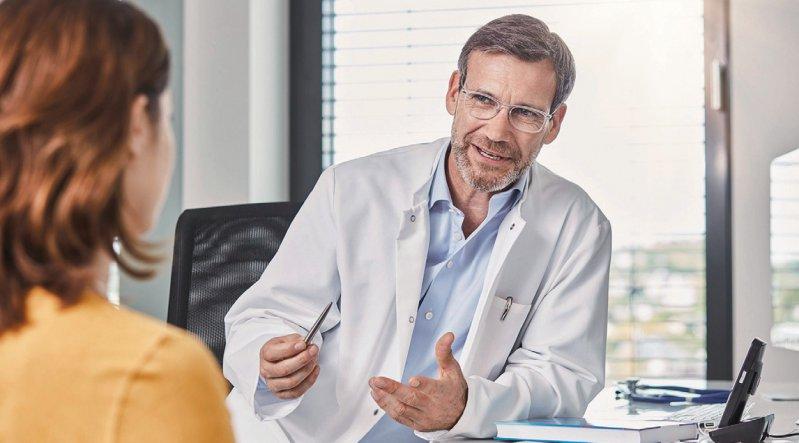 Um Patienten von Biologika auf Biosimilars umstellen zu können, sind intensive Gespräche erforderlich. Foto: mauritius images