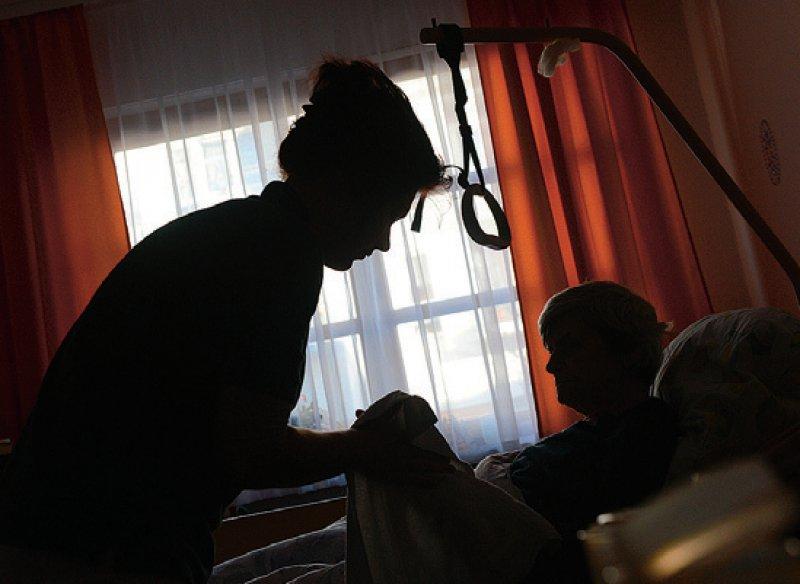 Um Konflikten in der Pflegesituation vorzubeugen, braucht es Unterstützung. Foto: dpa