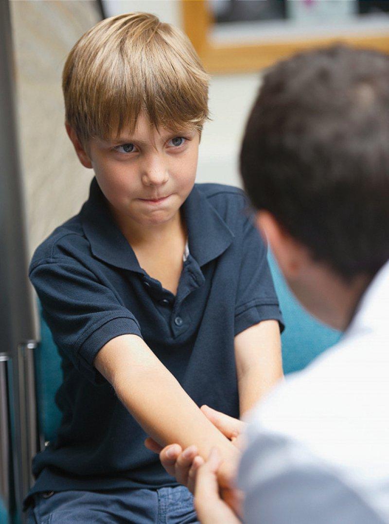 Ziel der Leitlinie ist es unter anderem, Anzeichen von Kindesmisshandlungen zu erkennen und die Diagnostik zu verbessern. Foto: picture alliance