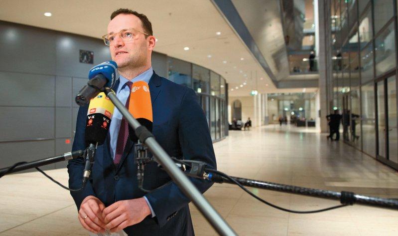 Bundesgesundheitsminister Jens Spahn begrüßte die schnelle Entscheidung des Deutschen Bundestages, sie gebe Patienten Hoffnung. Foto: dpa