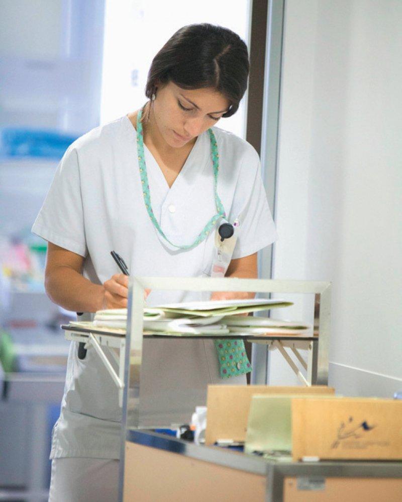 Viele Kliniken setzen noch auf Papier. Knapp 40 Prozent der untersuchten Kliniken erreichten nur die Stufe 0. Foto: picture alliance