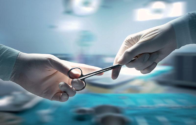 Anästhesietechnische und Operationstechnische Assistenten sollen eine staatliche Prüfung ablegen. Foto: Ratthaphon Bunmi/stock.adobe.com