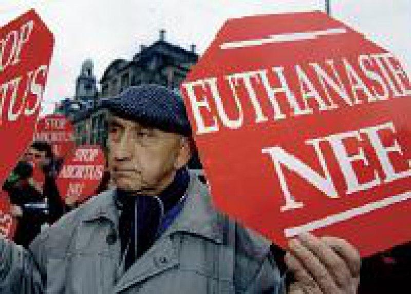 """Auch in den Niederlanden ist die Euthanasiegesetzgebung nicht unumstritten. Bereits 1993 organisierte die Stiftung """"Schrei um Leben"""" einen Protestmarsch. Foto: dpa"""