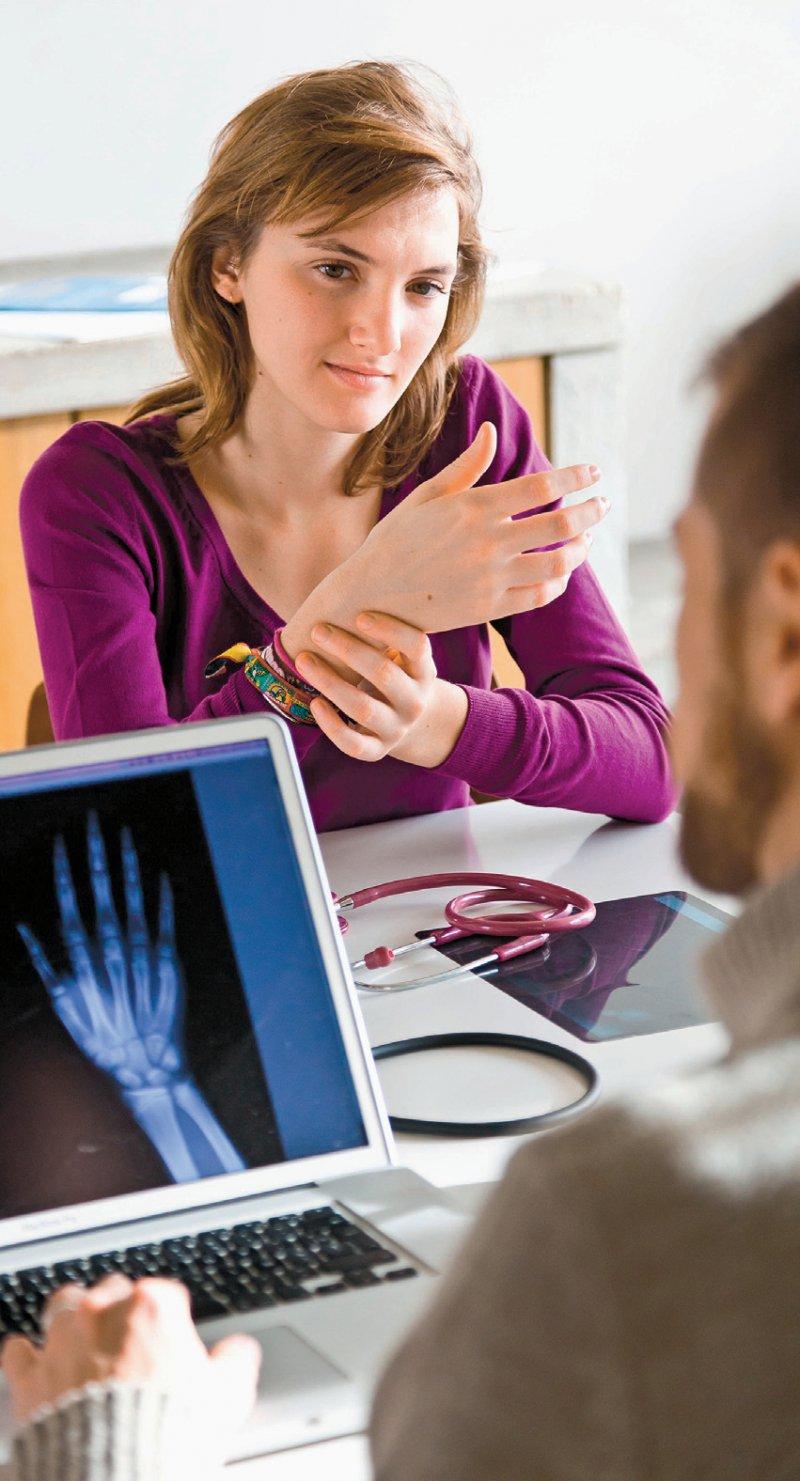 Das Einholen einer Zweitmeinung ist Patientenrecht. Unter bestimmten Voraussetzungen übernehmen die gesetzlichen Krankenkassen hierfür auch die Kosten. Foto: picture alliance