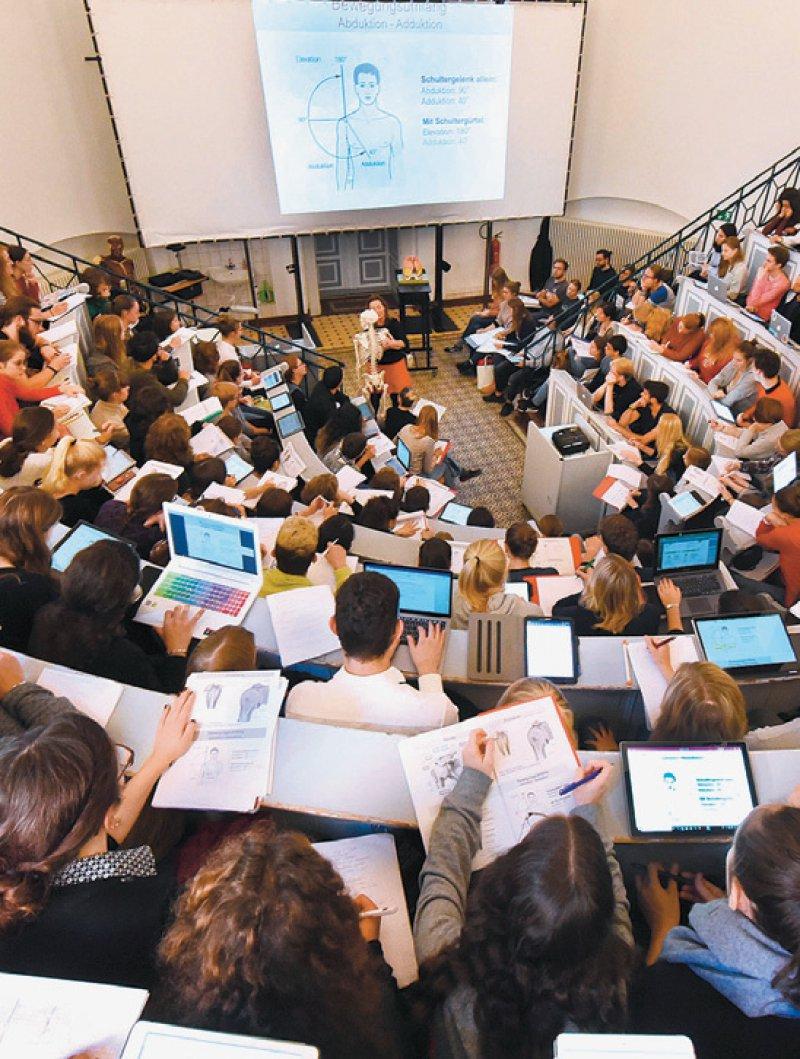 Der Zugang zum Medizinstudium soll Ende dieses Jahres neu geregelt sein. Foto: dpa
