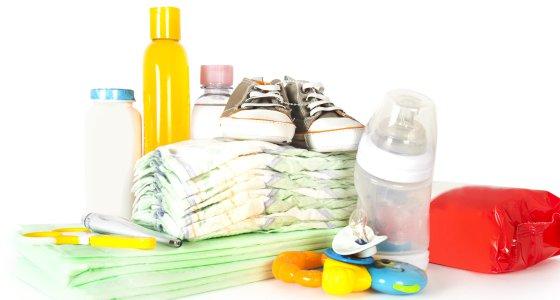 Plastikflasche und Spielzeug/SkyLine, adobe.stock.com