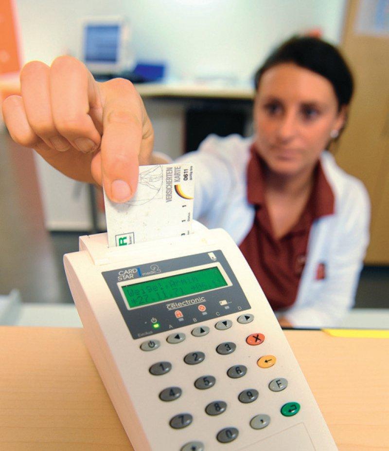 Das Versichertenstammdatenmanagement muss seit dem 1. Juli vorgenommen werden. Foto: dpa