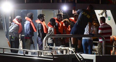 Fast 500 Menschen auf Rettungsschiffen hoffen auf sicheren Hafen