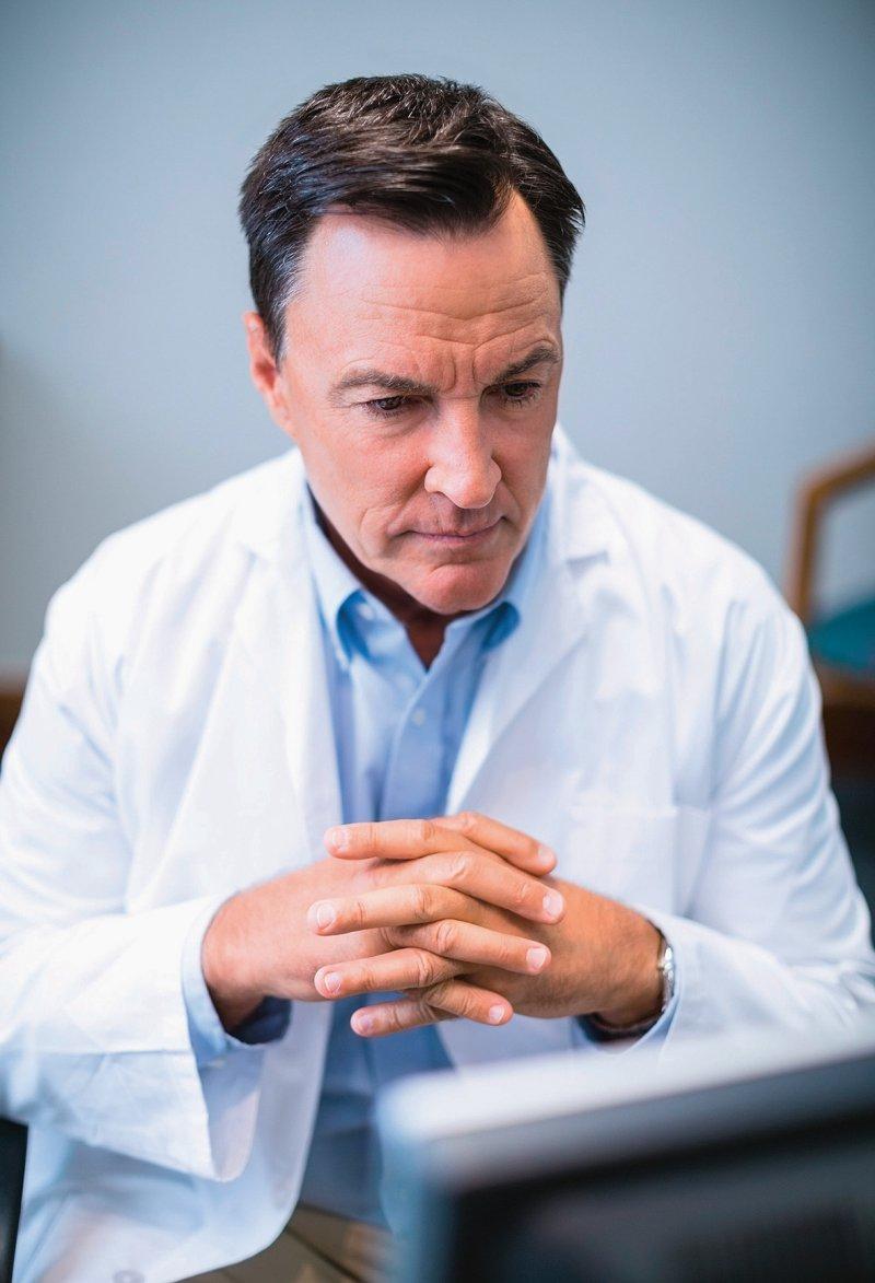 Gut informiert: Vertragsärzte können sich künftig über ihre Praxissoftware einen Überblick über den Zusatznutzen neuer Arzneimittel verschaffen. Foto: WavebreakMediaMicro/stock.adobe.com
