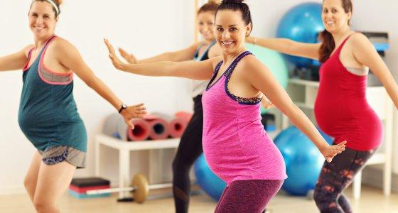 Schwangere Frauen beim Sport /Kalim, AdobeStock.com