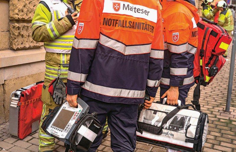 Notfallsanitäter sollen aus einer juristischen Zwickmühle befreit werden. Foto: picture alliance/dpa