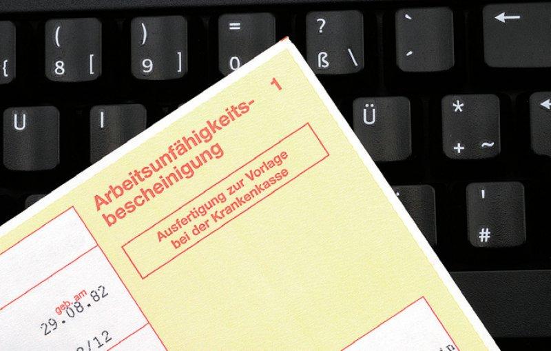 Die elektronische Arbeitsunfähigkeitsbescheinigung soll von den Krankenkassen an die Arbeitgeber übermittelt werden. Foto: Pejo/stock.adobe.com