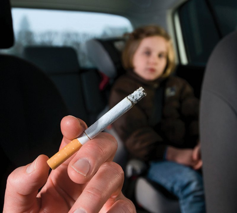 Rund eine Million Minderjährige sollen hierzulande Tabakrauch im Auto ausgesetzt sein. Foto: ClarkandCompany/iStock