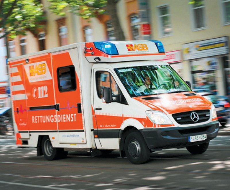 Gründe für den Anruf beim Rettungsdienst sind etwa Stürze, Unfälle oder die Verschlechterungen des Allgemeinzustands. Foto: dpa