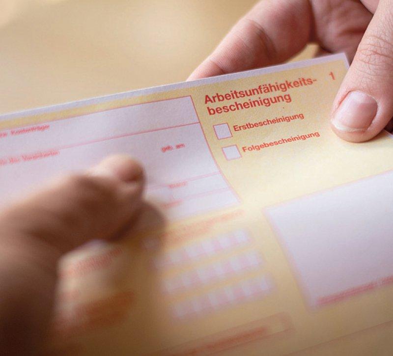 Der gelbe Schein ist bald Makulatur: Arbeitsunfähigkeitsbescheinigungen sollen ab 2021 digital übermittelt werden. Foto: mpix-foto/stock.adobe.com