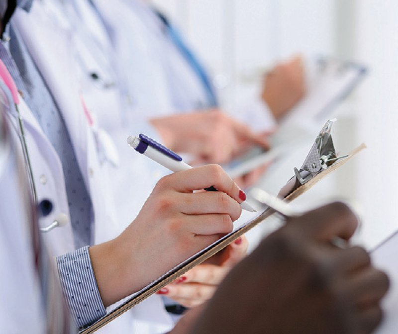 Ärzte, die sich in Weiterbildung befinden, könnten diese innerhalb bestimmter Fristen fortführen oder auf die neue WBO umsteigen. Foto: megaflopp/stock.adobe.com