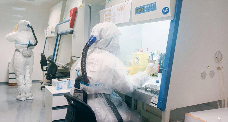 Weltweit werden Forschungen zu Therapie und zu Impfstoffen gegen COVID-19 vorangetrieben. Foto: picture alliance/abaca