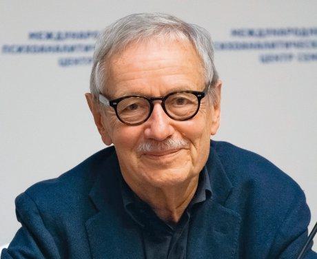 Der Arzt und Psychoanalytiker Mathias Hirsch im Interview