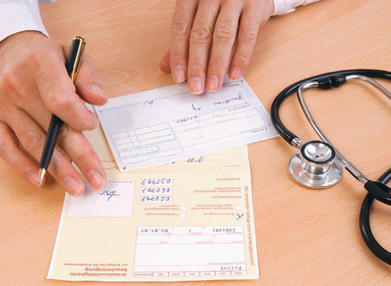 Für eine Arbeitsunfähigkeitsbescheinigung ist wieder der Gang zum Arzt notwendig. Foto: Bernd Leitner/stock.adobe.com
