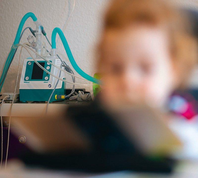Eines von 10 000 Kindern wird mit dem Typ 1 der spinalen Muskelatrophie geboren. Foto: picture alliance/dpa/Sebastian Gollnow. Foto: picture alliance/dpa/Oliver Berg
