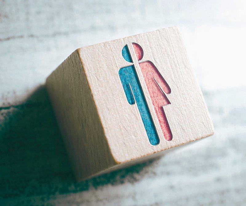 Für geschlechtsangleichende Operationen sollen die Vorgaben neu geregelt werden. Foto: Devenorr/iStock