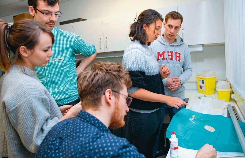 Für Studierende an der MHH beginnt das Praktische Jahr mit einem interdisziplinären Einführungstag. Foto: Karin Kaiser/MHH