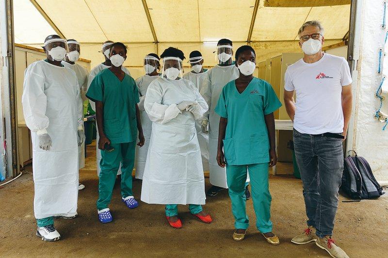 Ärzte ohne Grenzen stellte rund 100 medizinische Mit - arbeiter zusätzlich an, die eine große Unterstützung waren. Fotos: Tankred Stöbe