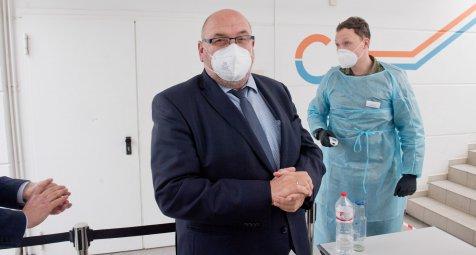 Gesundheitsminister-bittet-pensionierte-rzte-und-Pflegekr-fte-um-Hilfe