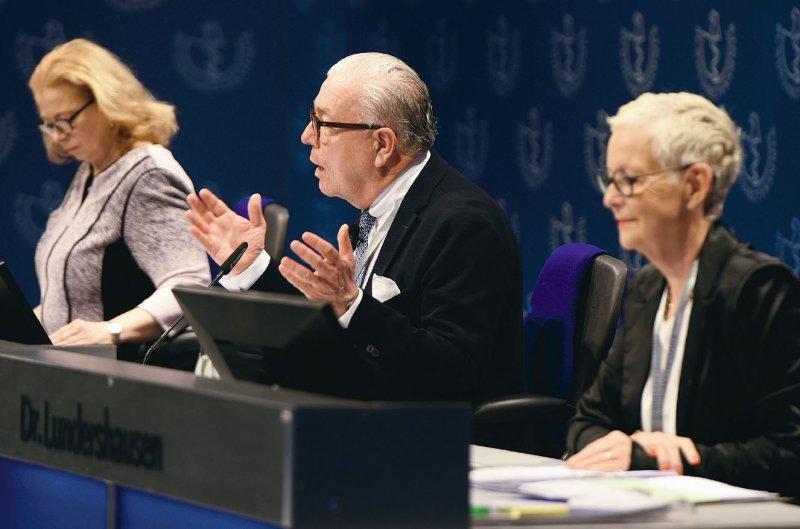 Der Deutsche Ärztetag diskutierte unter der Leitung von Katrin Bräutigam (Ärztliche Geschäftsführung der BÄK), Klaus Reinhardt (BÄK-Präsident) und Ellen Lundershausen (BÄKVizepräsidentin).