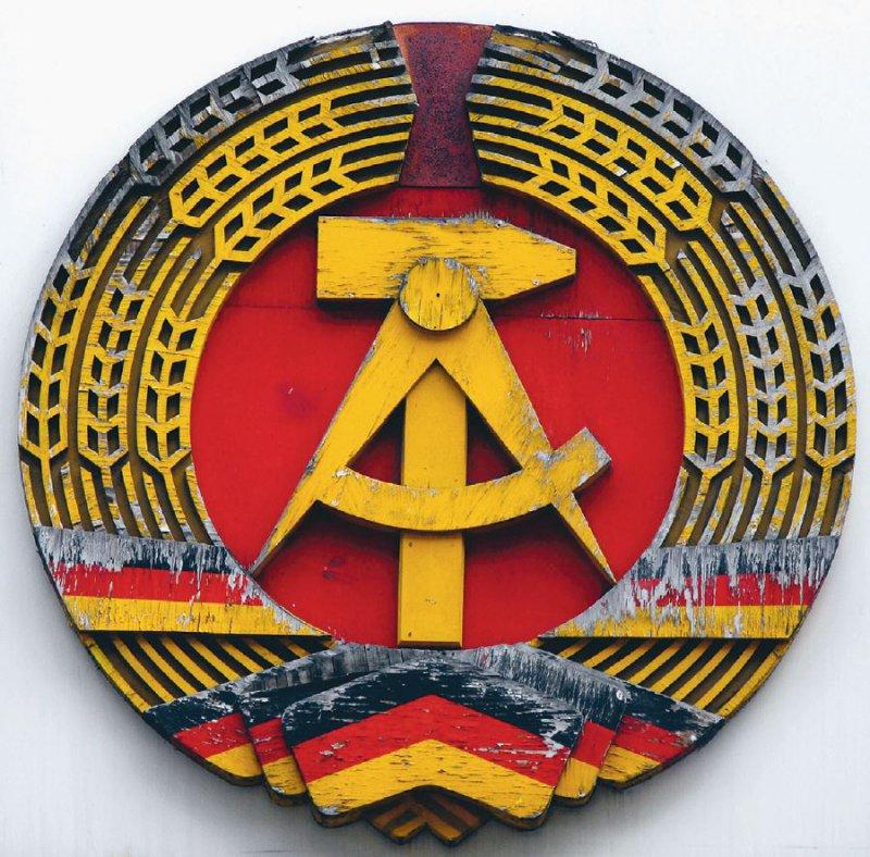 """Die Machthaber nannten die DDR (1949 bis 1990) einen """"sozialistischen Staat der Arbeiter und Bauern"""". Foto: Sina/ stock.adobe.com"""