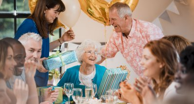 COVID-19: Geburtstagsfeiern steigern Infektionsrisiko