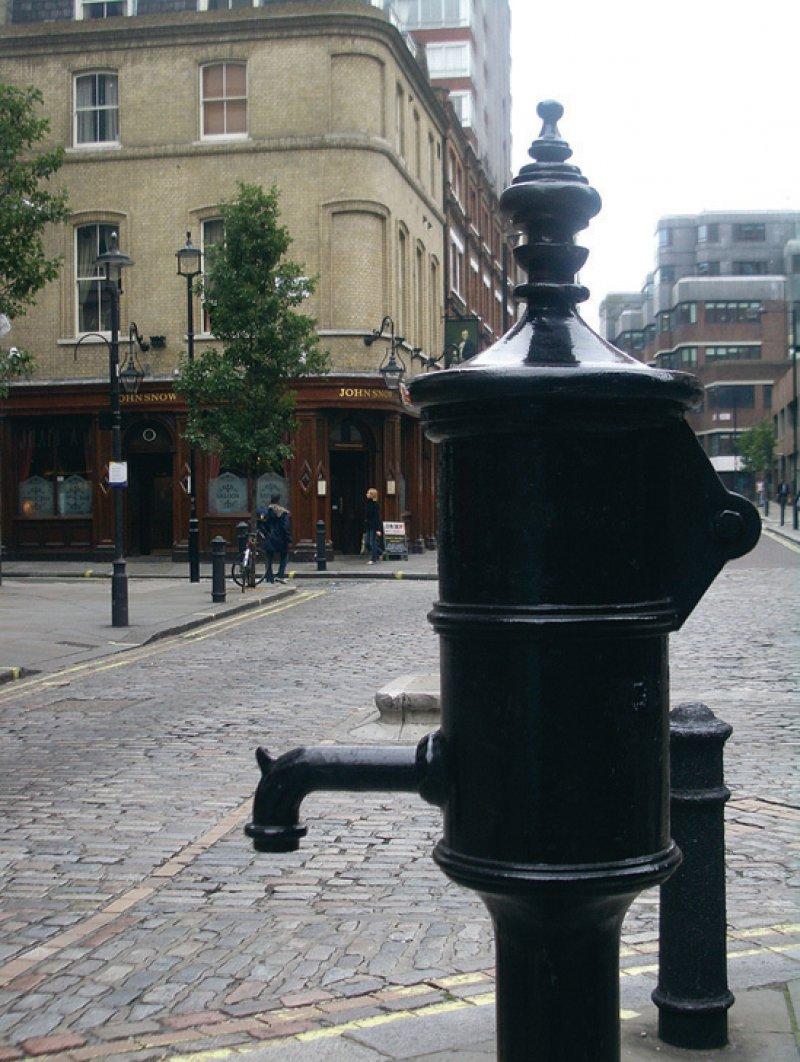 Keime und Kontakte: Die Pumpe in London war eine der Hauptquellen der Cholera, aber auch der Ursprung der Epidemiologie. Foto: C BY-SA 2.0