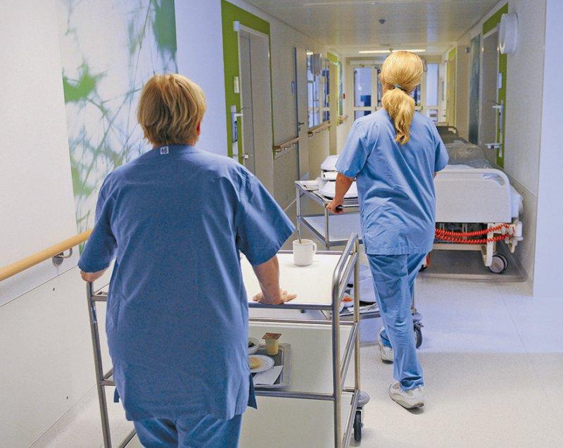 Die meisten Mitarbeiter in Krankenhäusern waren früh gegen SARS-CoV-2 geimpft. Foto: picture alliance/dpa/Peter Steffen