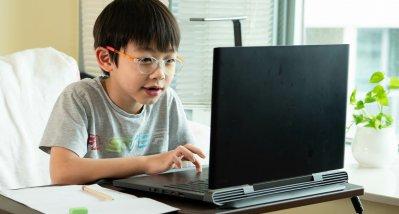 COVID-19: Mit Lockdown und Homeschooling steigt die Zahl der kurzsichtigen Grundschüler