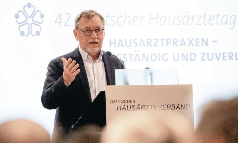 Mehr Aufmerksamkeit der Politik gewünscht: der Bundesvorsitzende des Hausärzteverbandes, Ulrich Weigeldt. Foto: Georg J. Lopata