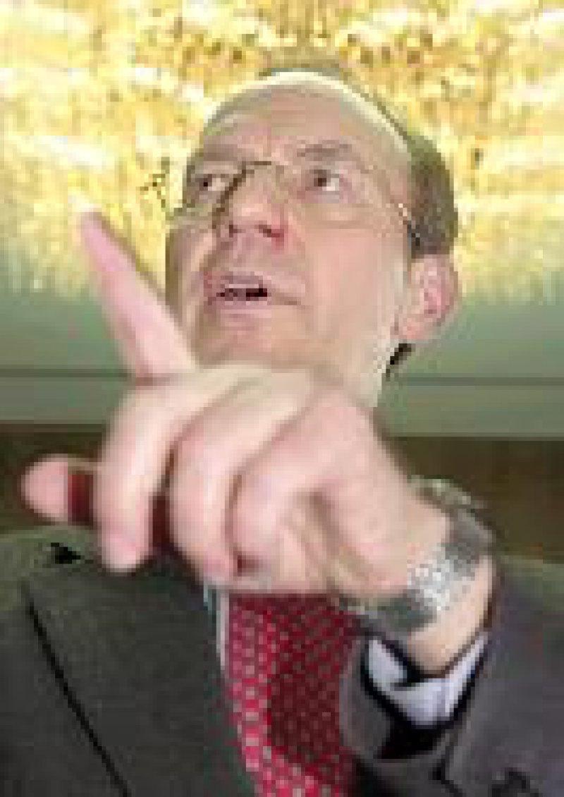 """Florian Gerster zeigt, wo's langgeht. Häufig """"beglückte"""" er auch Ulla Schmidt mit Reform-Ratschlägen. Foto: ddp"""