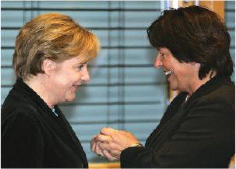 Bundeskanzlerin Angela Merkel und Bundesgesundheitsministerin Ulla Schmidt: grünes Licht für Reformkonzept Foto: Reuters
