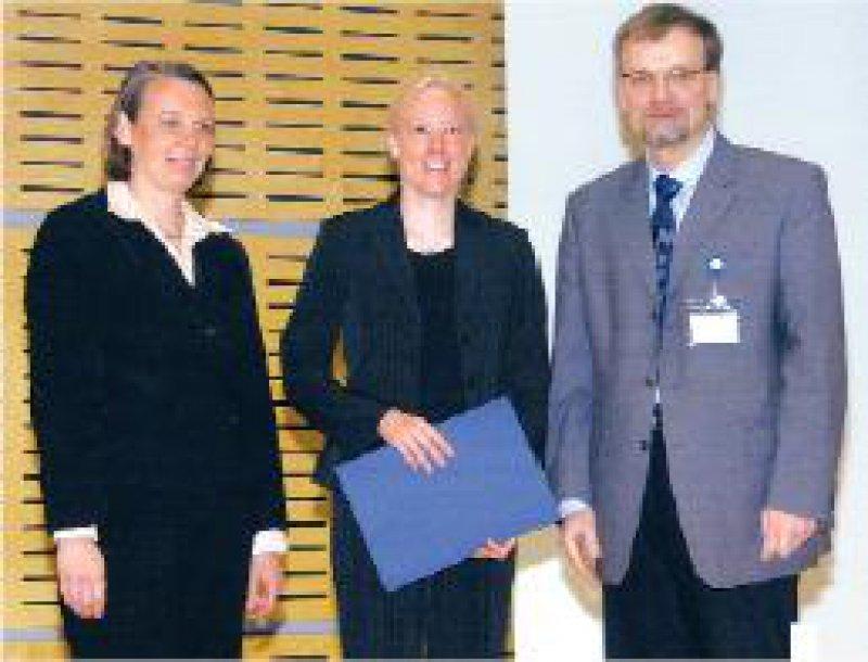 Kristin Forßmann, Pfizer Pharma GmbH, Silke Meyer, Preisträgerin, Thomas Gudermann, Präsident der DGE (von links) Foto: Pfizer Deutschland GmbH