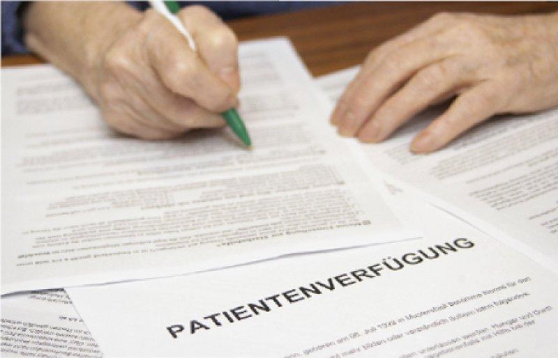 Patientenverfügungen sollen Richtlinien für Situationen festlegen, in denen ein Patient nicht mehr in der Lage ist, in medizinische Behandlungen einzuwilligen oder diese abzulehnen. Foto: Keystone