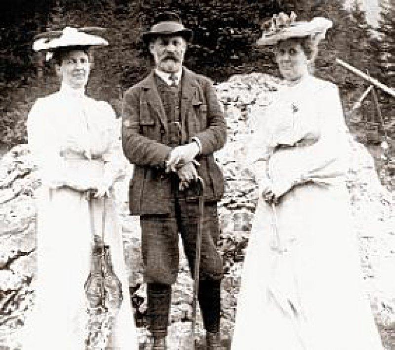 Sigmund Freud mit Ehefrau Martha (links) und seiner Schwägerin Minna Bernays in der Sommerfrische. Foto: HR/©HR