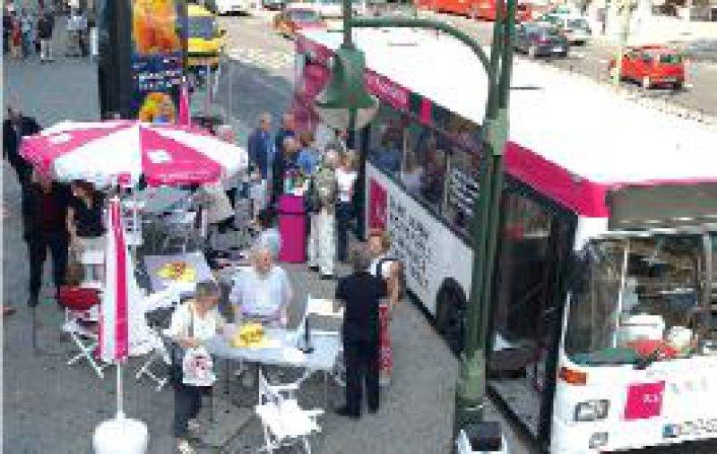 Der KV-Bus tourt noch bis Mitte September durch das Land. Foto: KBV