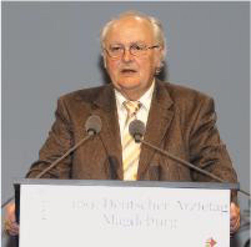 H. Hellmut Koch ist Vorsitzender der Weiterbildungsgremien der BÄK.