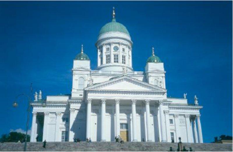 Der grandiose, 1852 fertig gestellte Dom beherrscht den Senatsplatz.